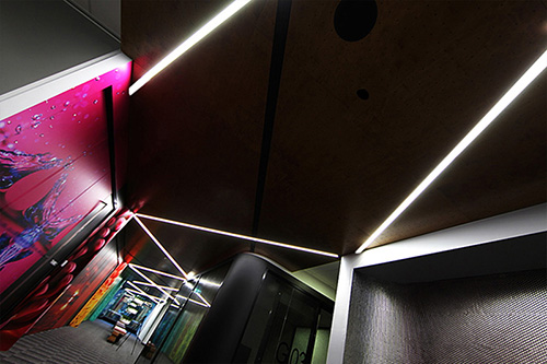 The AUS 160 Greenstar LED Beam is ideal where a larger profile of linear lighting is required