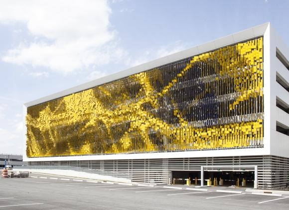 53e95d6ec07a80388e000165_parking-structure-art-facade-urbana_portada